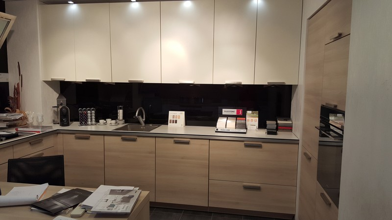 Destockage koncept cuisine menton cuisines quip es for Photos cuisines equipees